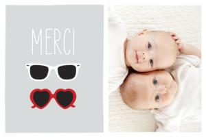 Carte de remerciement Merci jumeaux lunettes gris & rouge