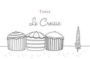 Marque-table mariage original promesse sur le sable parasol blanc